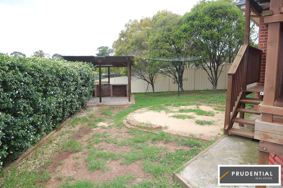 33 Englorie Park Drive Englorie Park Nsw 2560